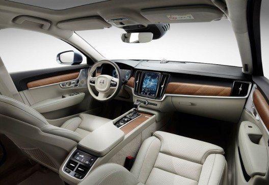 Der Volvo S90 verfügt über eine Vielzahl neuer Techniken, angefangen bei den modernsten Sicherheitssystemen bis hin zu cloud-basierten Apps und Services.