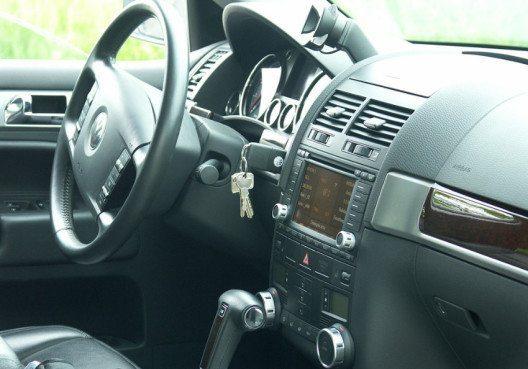 Displays gehören heute zum Standard bei Autoradios. Darüber hinaus gibt es jedoch noch viele weitere Qualitätsmerkmale! (Bild: atimedia (CC0-Lizenz) / pixabay.com)
