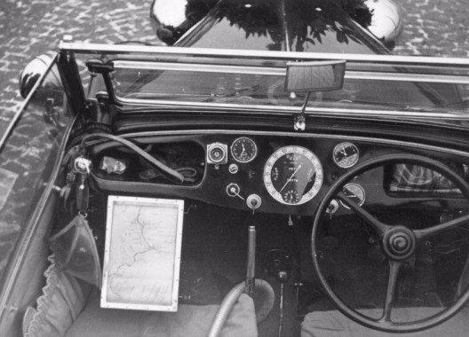 Der Wagen mit Faltdach war unter anderem mit einer Heissluftheizung, Thermosflaschen-Halterung sowie einer elektrisch beheizbaren Windschutzscheibe ausgestattet.