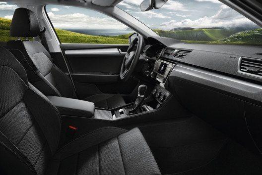Das Interieur des Superb GreenLine ist in Schwarz mit Dekorelementen in Silber-Brushed gehalten. (Bild: Skoda Auto)