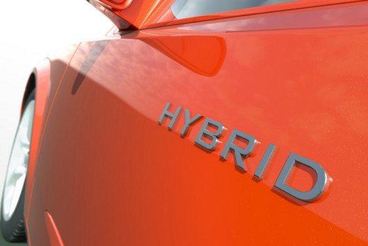 Es gibt ein zunehmendes Angebot an Hybrid- und Elektrofahrzeugen. (Bild: Mopic – Shutterstock.com)