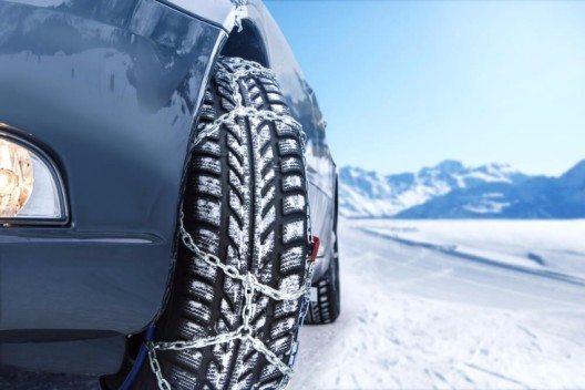 Die Schneekette muss exakt zur Dimension der Reifen passen! (Bild: © mezzotint - shutterstock.com)