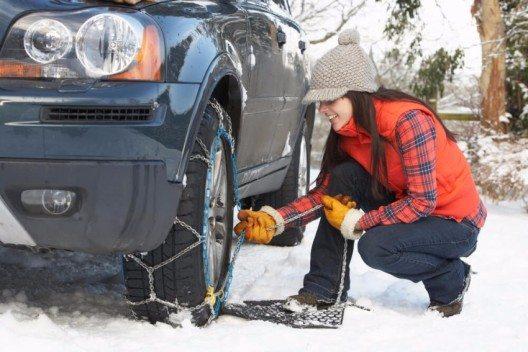 Seilketten sind preisgünstig und eignen sich daher als Vorsorgeausrüstung im Kofferraum. (Bild: © oliveromg - shutterstock.com)
