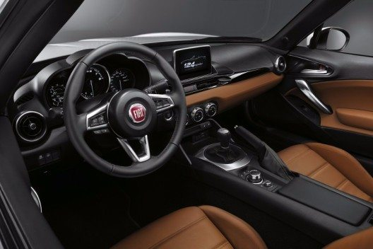 Mit dem neuen Fiat 124 Spider kehrt die italienische Marke in das Segment der Cabriolets zurück.