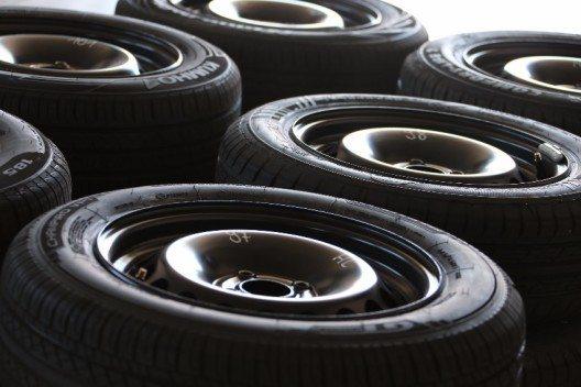 Beim Reifenkauf sollten neue Reifen bestellt werden.