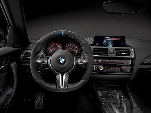 Auch der Innenraum des BMW M2 Coupé lässt sich mithilfe der BMW M Performance Parts besonders sportlich gestalten.