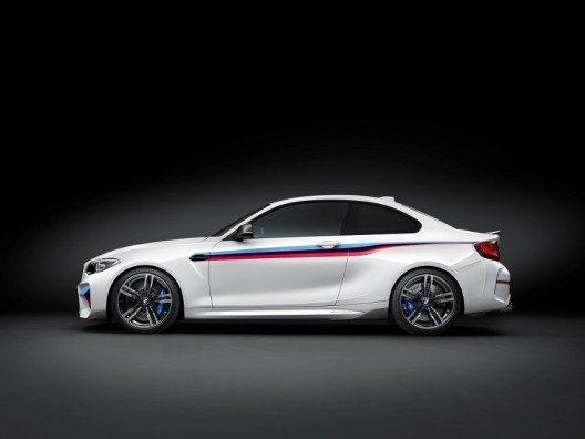 In puncto Fahrdynamik und Performance setzt das neue BMW M2 Coupé Massstäbe im Segment der kompakten Hochleistungssportler.