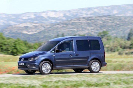 Dynamisch unterwegs: Neuer CNG-Erdgas-angetriebener Caddy TGI BlueMotion mit Sechsgang-Doppelkupplungsgetriebe.