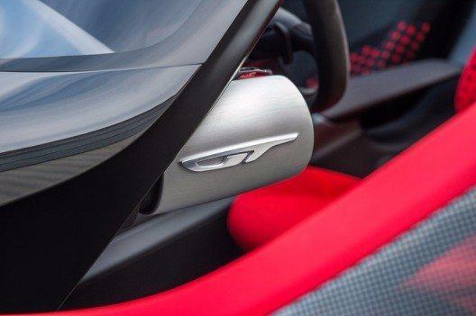 """Die Opel-Designphilosophie """"skulpturales Design trifft auf deutsche Ingenieurskunst"""" setzt sich im Innenraum weiter fort."""