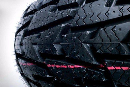 Ein genauer Blick muss den Reifen gelten. (Bild: © Sandi Gorkic - shutterstock.com)