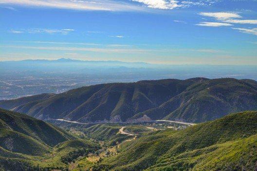 Der Aufstieg zum San Bernardino. (Bild: © Wisarut Charuchaisittikul - shutterstock.com)