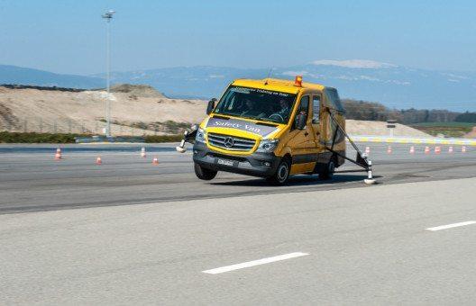 Transporter Training on Tour mit dem Savety Van. (Bild: obs/Mercedes-Benz Schweiz AG)
