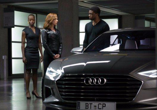 Von rechts nach links: Black Panther/ T'Challa (Chadwick Boseman), Black Widow (Scarlet Johansson) und Security Chef (Florence Kasumba).