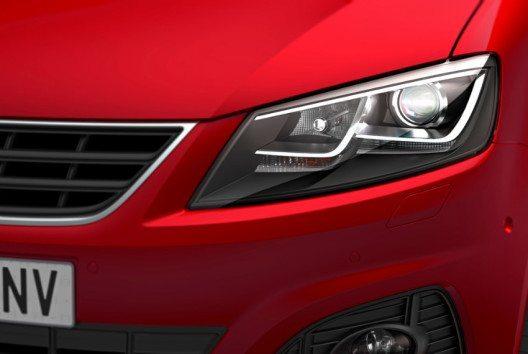 Mit seiner aerodynamischen Motorhaube, dem markentypischen Grill und der Spoilerschürze folgt der Alhambra klar der SEAT Designsprache. (Bild: SEAT)