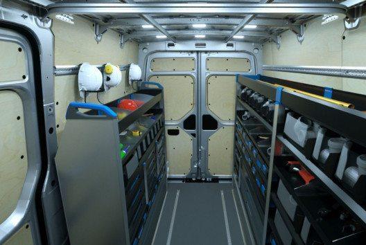 Der Universalboden ist die beste Voraussetzung, um den Laderaum individuell einzurichten – ganz ohne Kleben und Bohren. (Bild: Volkswagen Nutzfahrzeuge)