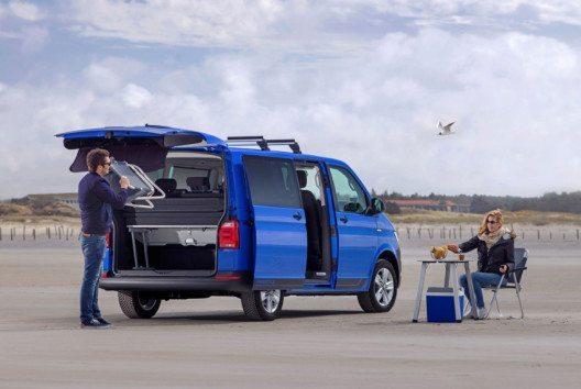 Mit wenigen Handgriffen verwandelt sich der Multivan Freestyle in Windeseile in ein modernes Campingmobil. (Bild: Volkswagen Nutzfahrzeuge)