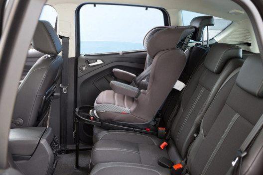 Kinder müssen bis 12 Jahre oder 150 cm in einem entsprechenden Kindersitz gesichert sein. (Bild: Touring Club Schweiz)