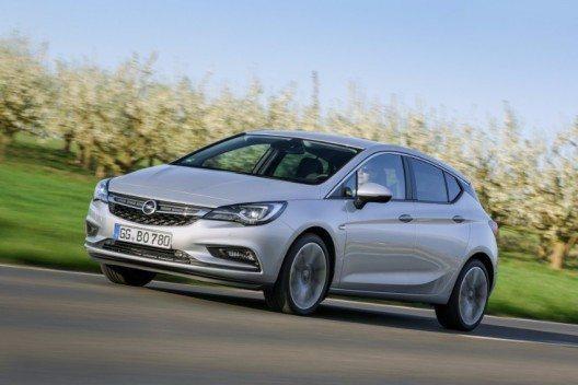 Mit neuem BiTurbo-Diesel präsentiert sich der Opel Astra extrascharf.