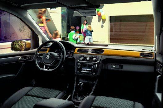 Das Interieur des Caddy Family bietet viele praktische Verstaumöglichkeiten. (Bild: Volkswagen Nutzfahrzeuge)