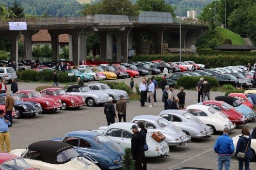 Die zahlreichen teilnehmenden Oldtimer am Porsche Classic Day