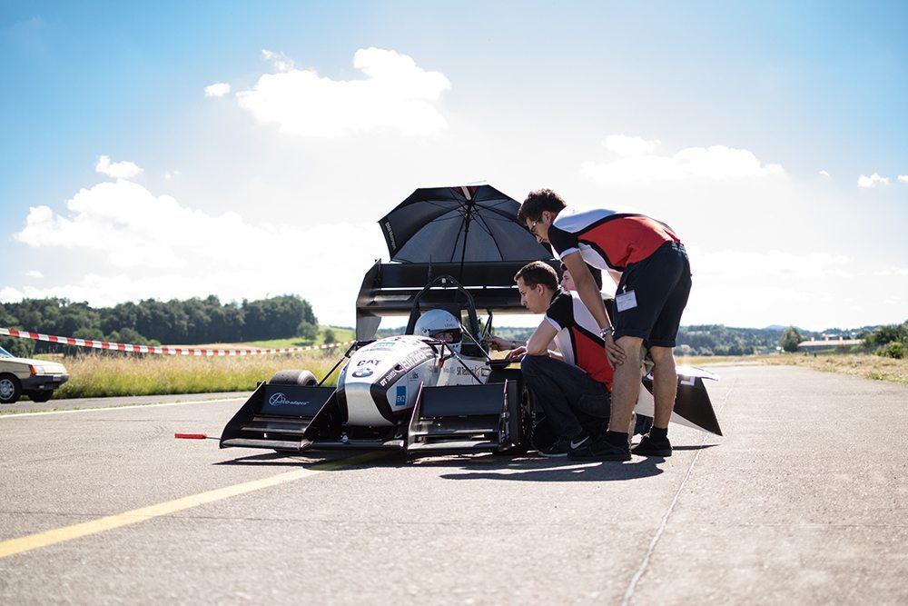 Das Formula Student Team bricht den bisherigen Weltrekord mit Elektro-Rennwagen. (Bild: © BMW Group Unternehmenskommunikation)