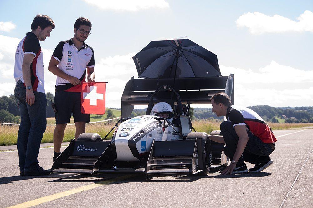 Das Formula Student Team beim Testen (Bild: © BMW Group Unternehmenskommunikation)