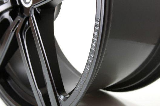 03_23_HURRICANE_RR_Jet_Black_schmiederad_forged_wheel_04