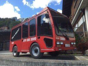 Das E-Taxi, die neueste Beschaffung von Schuler Transporte Braunwald
