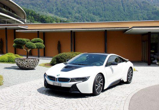 Das Fünf-Sterne-Haus Park Weggis bietet ein BMW i8-Arrangement. (Bild: Park Weggis)
