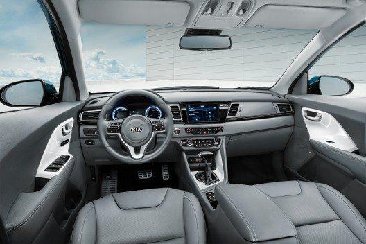 Das neue Crossover-Hybridmodell feierte seine Europapremiere auf dem Genfer Autosalon 2016 und kommt in der Schweiz voraussichtlich im September in den Handel.