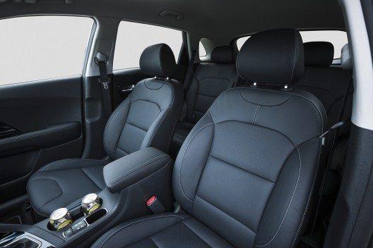 Das Interieur mit vielen Soft-Touch-Oberflächen zeichnet sich durch eine hohe Materialqualität und einen sehr niedrigen Geräuschpegel aus.