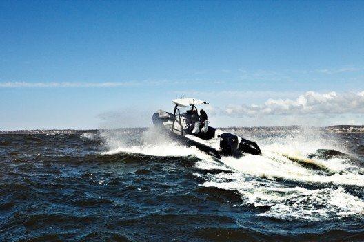 Mit der Kraft eines Ochsen schiebt er Hochleistungsboote unwiderstehlich durch die See.