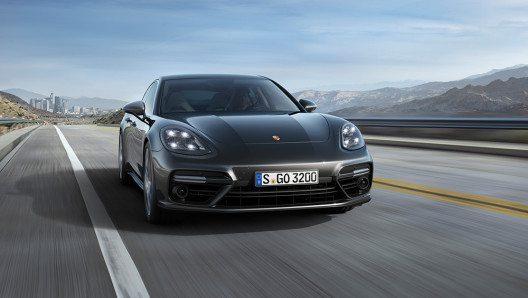 Mit einer Höchstgeschwindigkeit von 285 km/h ist der Porsche Panamera 4S Diesel aktuell das weltweit schnellste mit Dieselmotor ausgerüstete Serien-Fahrzeug. (Bild: © Porsche AG)