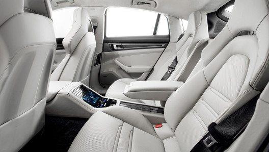 Den neuen Panamera zeichnet ein komplett neu gestaltetes Interieur aus. (Bild: © Porsche AG)
