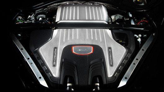 Der neue Panamera startet mit einem neuen Achtzylinder-Diesel durch. (Bild: © Porsche AG)