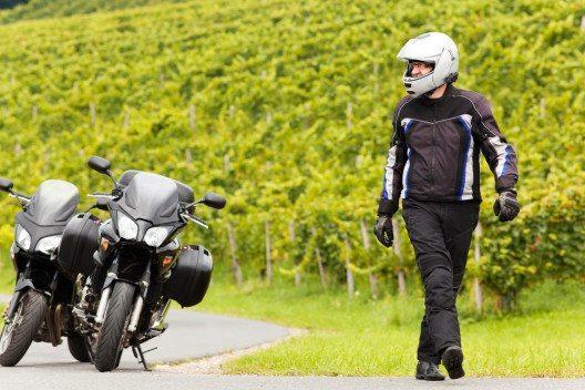 Motorradbekleidung ist äusserst wichtig für den Schutz der Motorradfahrer. (Bild: © Steiner Wolfgang - shutterstock.com)