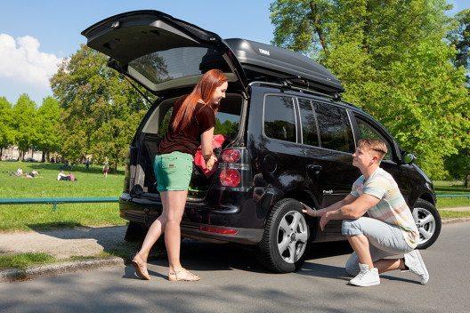 Reifen-Check vor dem Ferienstart (Bild: © Delticom AG/ReifenDirekt.ch)