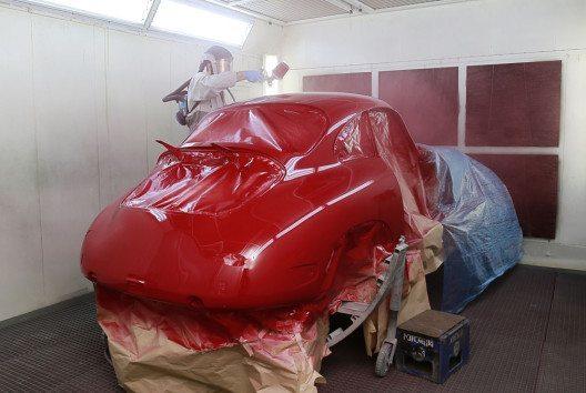 Glasurit bietet Oldtimer-Liebhabern ausgefeilte Farbtonfindung zur Fahrzeug-Restaurierung. (Bild: BASF Coatings Services)