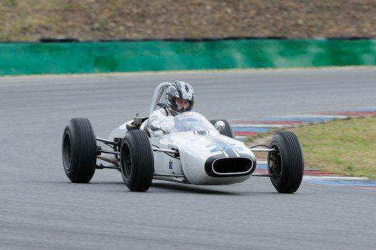 ŠKODA macht beim AvD-Oldtimer-Grand-Prix 115 Jahre Motorsportgeschichte lebendig: Mit einem Formel 3-Monoposto von 1965 gewann Miroslav Fousek 1968 die osteuropäische Formel 3-Meisterschaft. (Bild: ŠKODA AUTO)