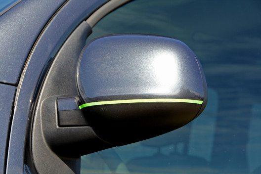 Gekonnt gesetzte Farbakzente in grellem Neongrün finden sich auf den Spiegeln. (Bild: VANSPORTS/ Heinz Hartmann GmbH)