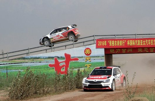 ŠKODA liegt bei der Saisonhalbzeit der FIA Asien-Pazifik-Rallye-Meisterschaft auf Titelkurs. (Bild: ŠKODA AUTO Deutschland GmbH)