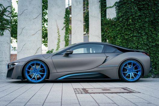 Gezielte Styling-Massnahmen verhelfen dem BMW i8 jetzt zu einem deutlich maskulineren Auftritt.