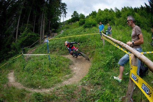 Geladene Race-Action verspricht das zweite Rennen des Innsbrucker Downhill Cup im Muttereralmpark. (Bild: © Innsbruck Tourismus / manfredstromberg.com)