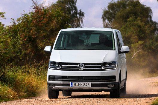 Der Multivan PanAmericana wird neben dem bewährten Allradantrieb 4MOTION auch alternativ als reiner Fronttriebler angeboten. (Bild: © Volkswagen Nutzfahrzeuge)