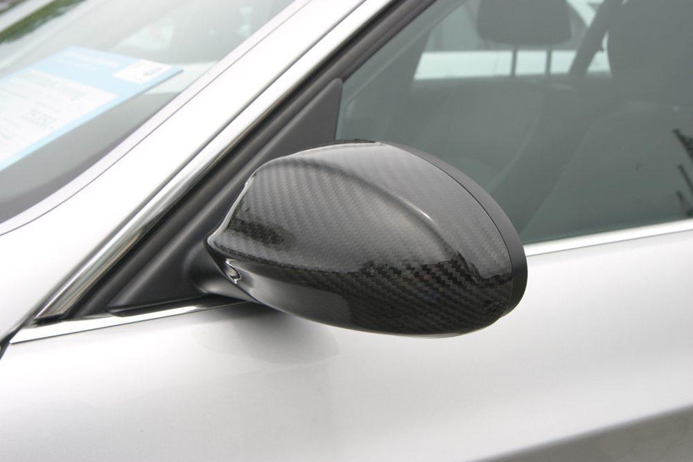 Echtcarbon-Spiegelkappen sind bei JMS für diverse BMW-Modelle erhältlich.