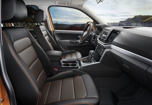 Für SUV-Kunden zunehmend interessant: Dank seiner hohen Sitzposition und guten Übersicht sowie einem hochwertigen Innenraum ist der Volkswagen Pickup Amarok, hier als Aventura, eine attraktive Alternative. (Bild: Volkswagen Nutzfahrzeuge)