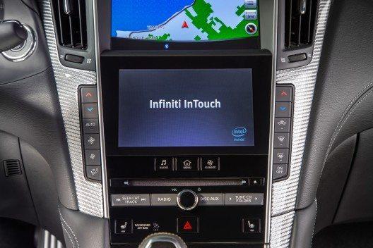 Der neu Infiniti Q60 bietet jetzt zusätzliche Anwendungen der Infiniti InTouch Services.