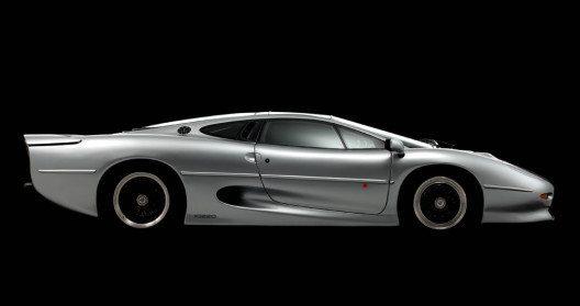 Bridgestone löst das Reifenproblem bei Sportwagen-Legende Jaguar XJ220. (Bild: Bridgestone)