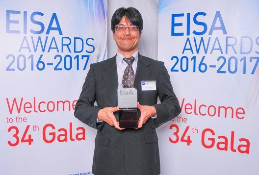 Tomio Hasegawa mit EISA Award 2016-2017 (Bild: © Clarion)