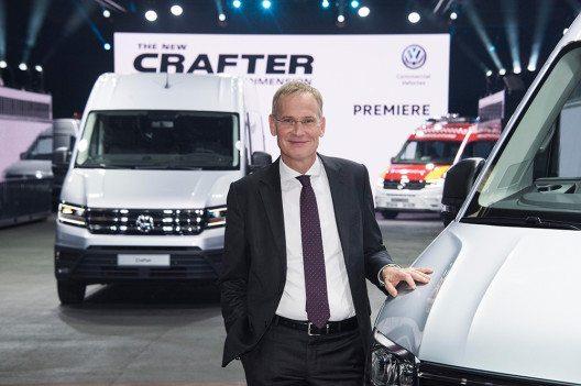 Stellte den neuen Crafter vor: Dr. Eckhard Scholz, Vorsitzender des Markenvorstands Volkswagen Nutzfahrzeuge. (Bild: © obs/VW Volkswagen Nutzfahrzeuge AG/HENNING SCHEFFEN PHOTOGRAPHY)
